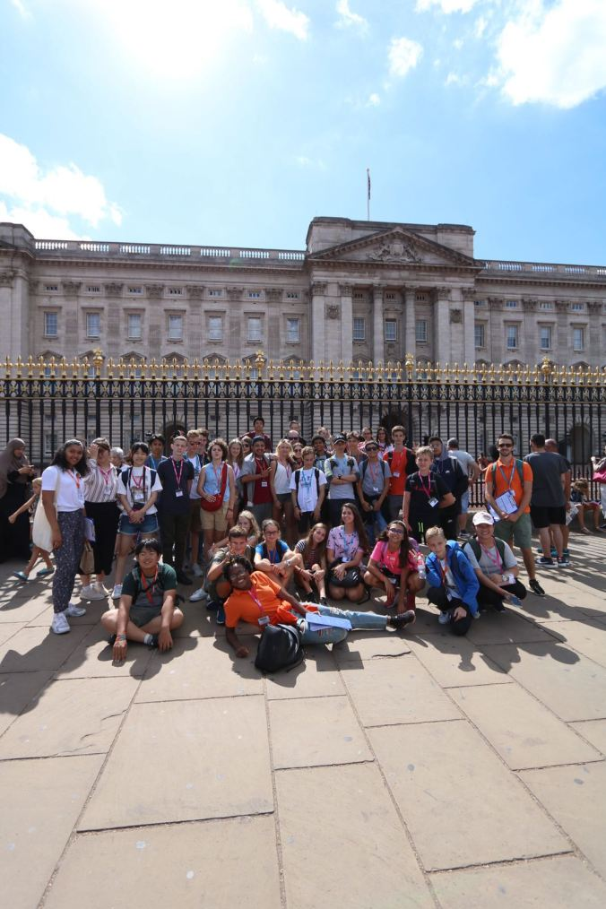 Outside Buckingham Palace 2